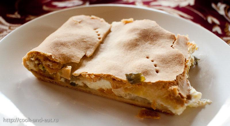 Пирог с луком-пореем и брынзой.