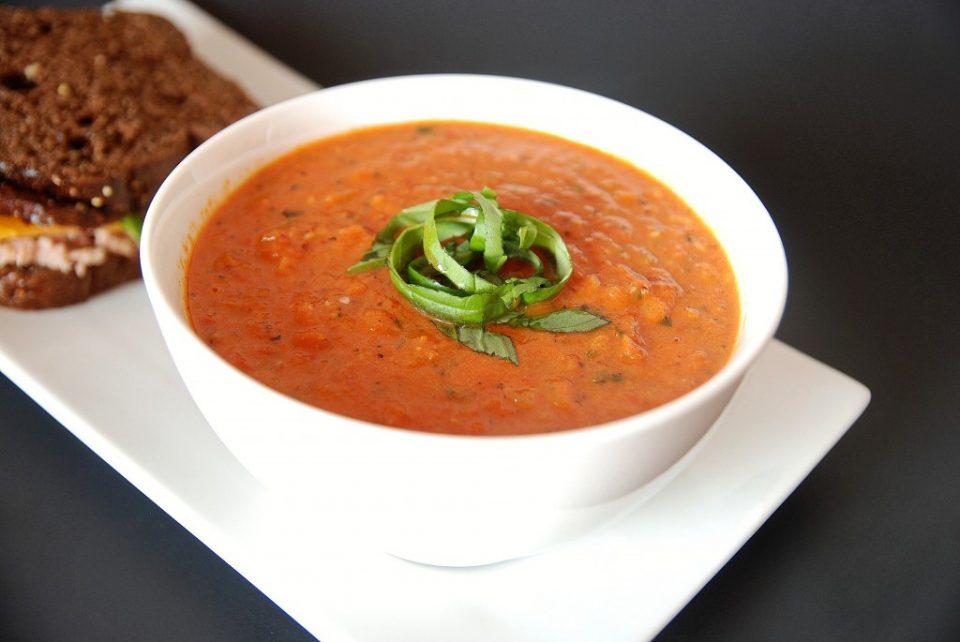 Томатный суп с базиликом и сливками зимой. Используем консервированные томаты!