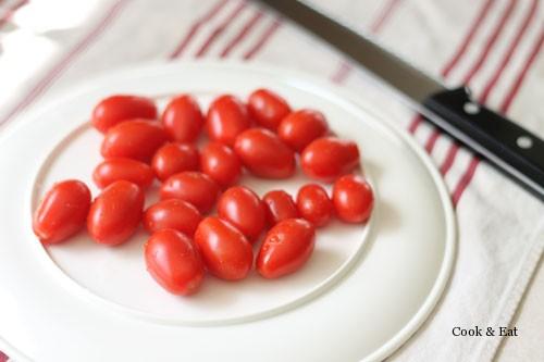 Кулинарные хитрости. Как быстро порезать томаты черри.