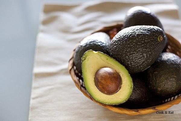Авокадо: как узнать, спелый ли он или еще зеленый?