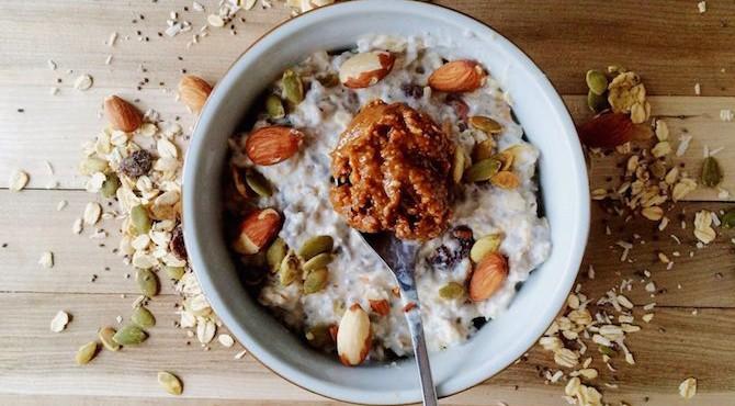 бирчер-мюсли с орехами и ореховым маслом