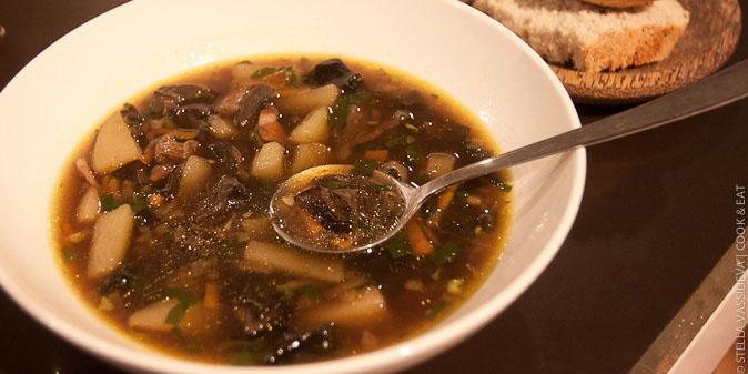 Суп из сушеных белых грибов.