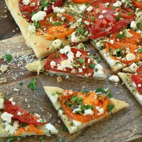 Флетбрэд или мини-пицца c помидорами и брынзой